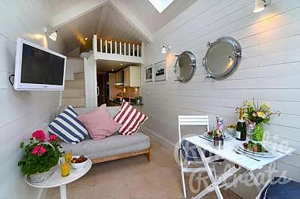 Romantic Coastal Cottage Devon | Shaldon Beach Hut