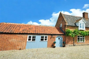 Norfolk Cottages for two near The Broads | Lilac Lodge