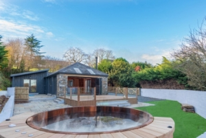 Romantic Devon hot tub cottages with late availability