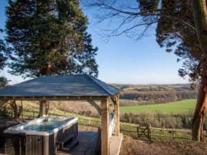 Cornwall hot tub lodge for couples near Barnstaple
