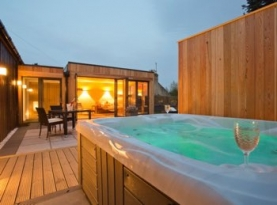 Cairngorms Hot Tub Cottage for Couples | The Invergarry Aboyne