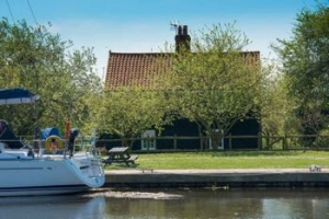 A dog friendly Maldon luxury cottage perfect for romantic breaks in Essex | Navigation Cottage