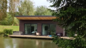 devon luxury hot tub lodge for couples