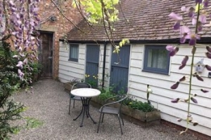 Ludlow Dog Friendly Cottage for Couples | Hen House