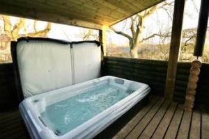 Yorkshire hot tub loge with sauna for couples Richmond | Mulberry Lodge
