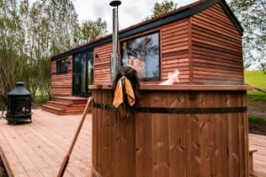 A romantic hot tub lodge for couples off the beaten track near Bewl Water, East Sussex Kent