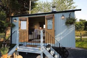 luxury glamping shepherd's hut Welsh Borders for couples