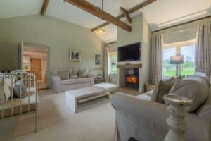 Norfolk pet friendly hot tub cottage Thetford cottage