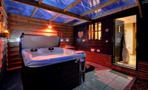 Luxury Hot Tub Cottages Suffolk | Orwell Barn Stowmarket