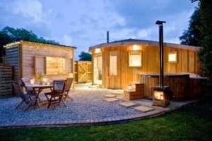 Romantic Cornwall hot tub cottages with late availability