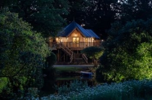 stunning treehouse on the lake cornwall
