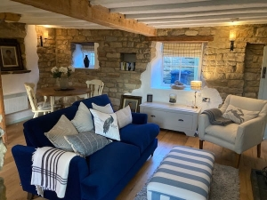 Yorkshire Dog Friendly Romantic Hideaway Cottage for Couples, near Masham
