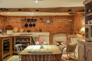 Ludlow Romantic Holiday Cottages for Two | Hop Pickers' House