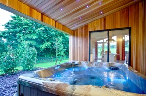 south downs luxury hot tub lodge